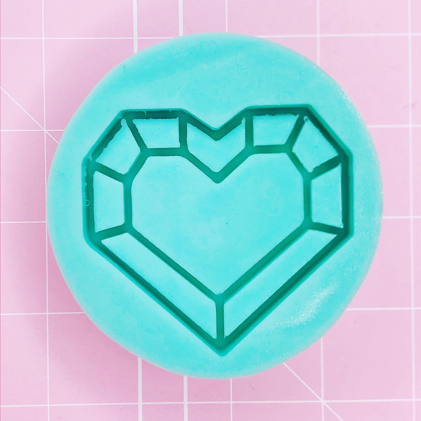 Round Mold - Geo / Stained Glass Heart (Backed Shaker) - Chala Atelier & Supplies