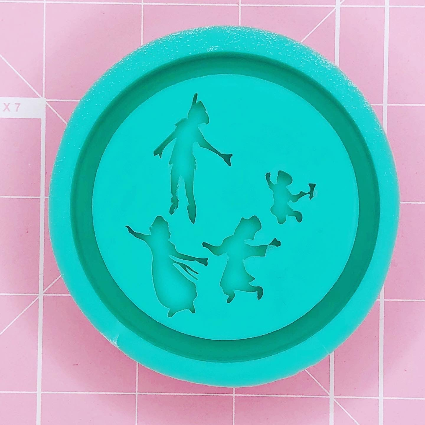 Round Mold - Peter Pan Flight (Backed) - Chala Atelier & Supplies