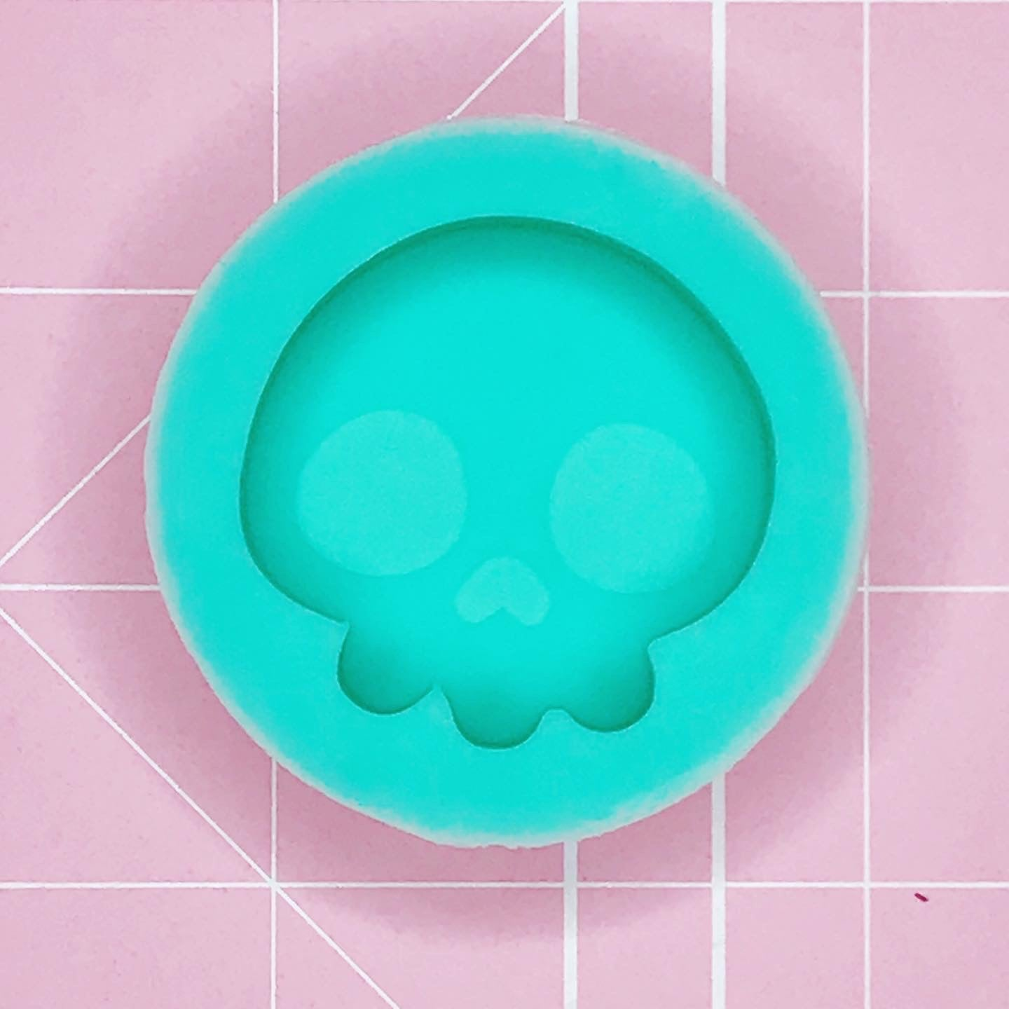 Single Grippie Mold: Skull Grippie [Etched/Solid]