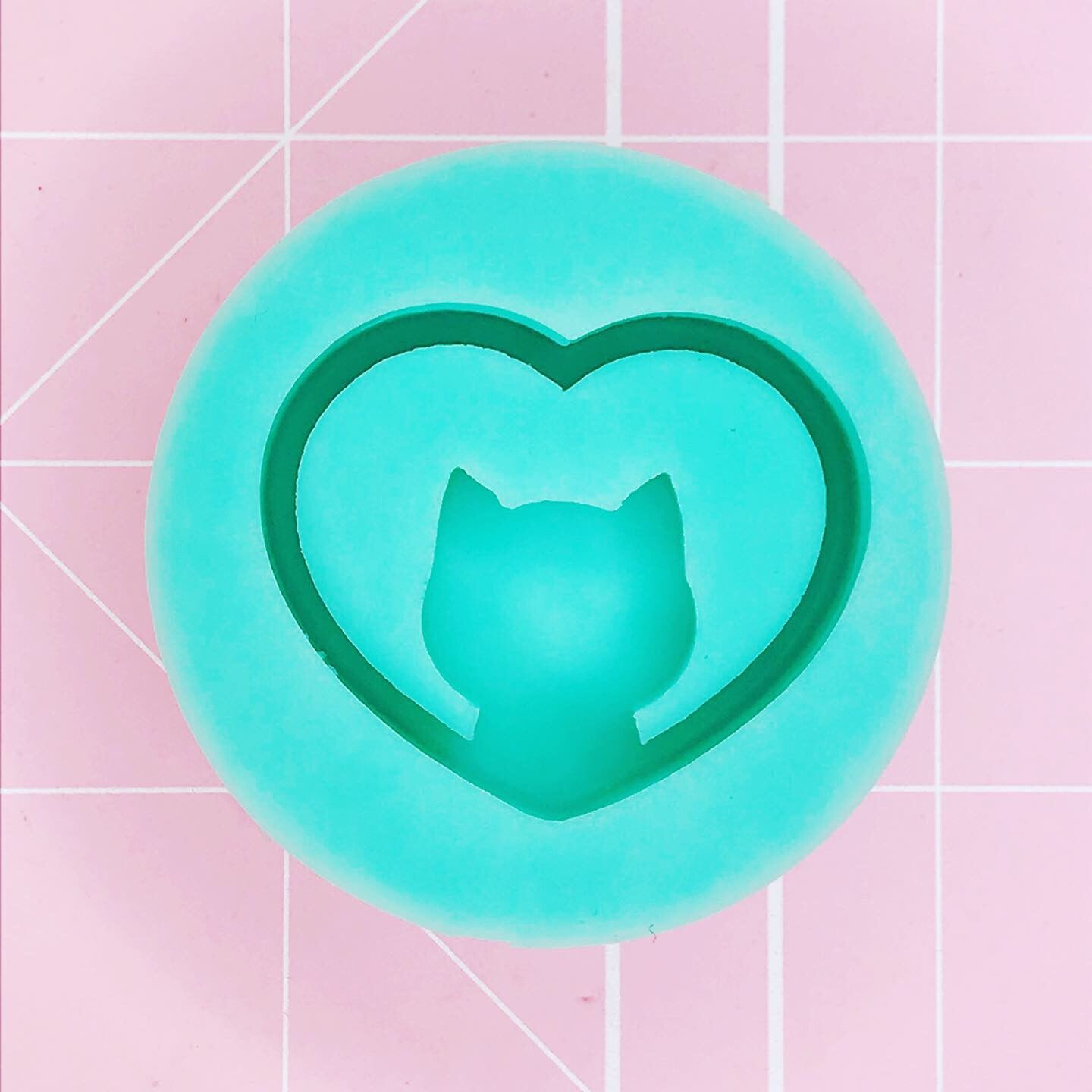 Round Mold -  Kitty Love Heart (Backed Grippie) - Chala Atelier & Supplies