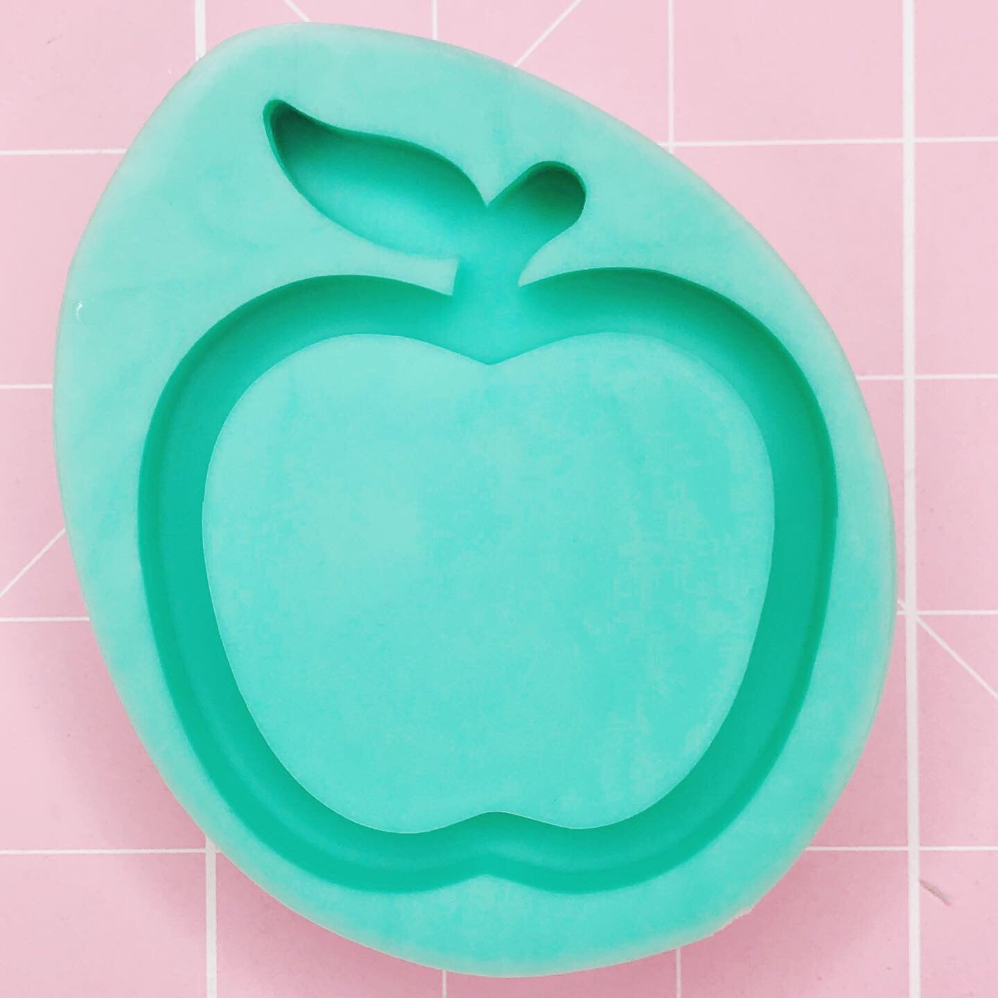 Small Mold - Apple (Backed Shaker) - Chala Atelier & Supplies