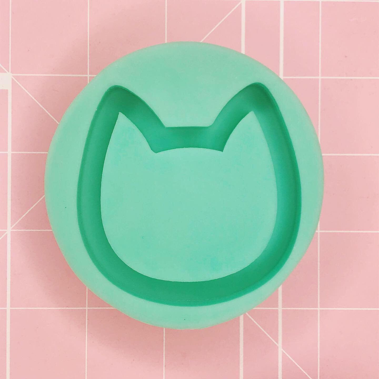 Round Mold -  Cat Head v2 (Backed Shaker) - Chala Atelier & Supplies