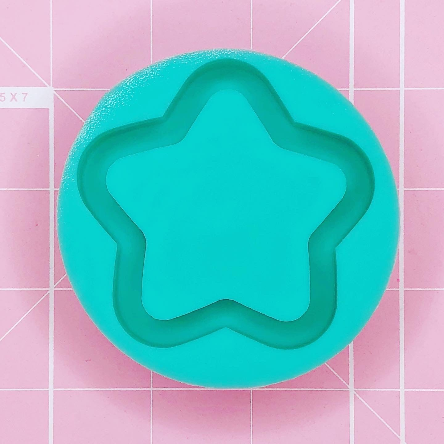 Round Mold - Chubbi Star (Backed) - Chala Atelier & Supplies