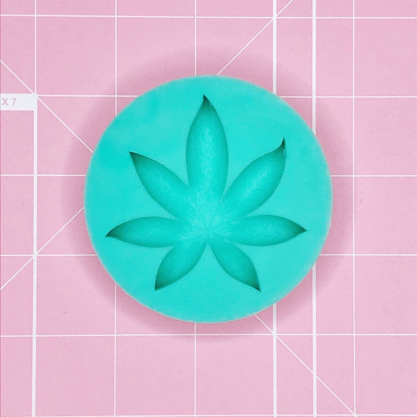 BF2020 -Single Cavity Mold: Smoky 420 Leaf - Etched [Solid]