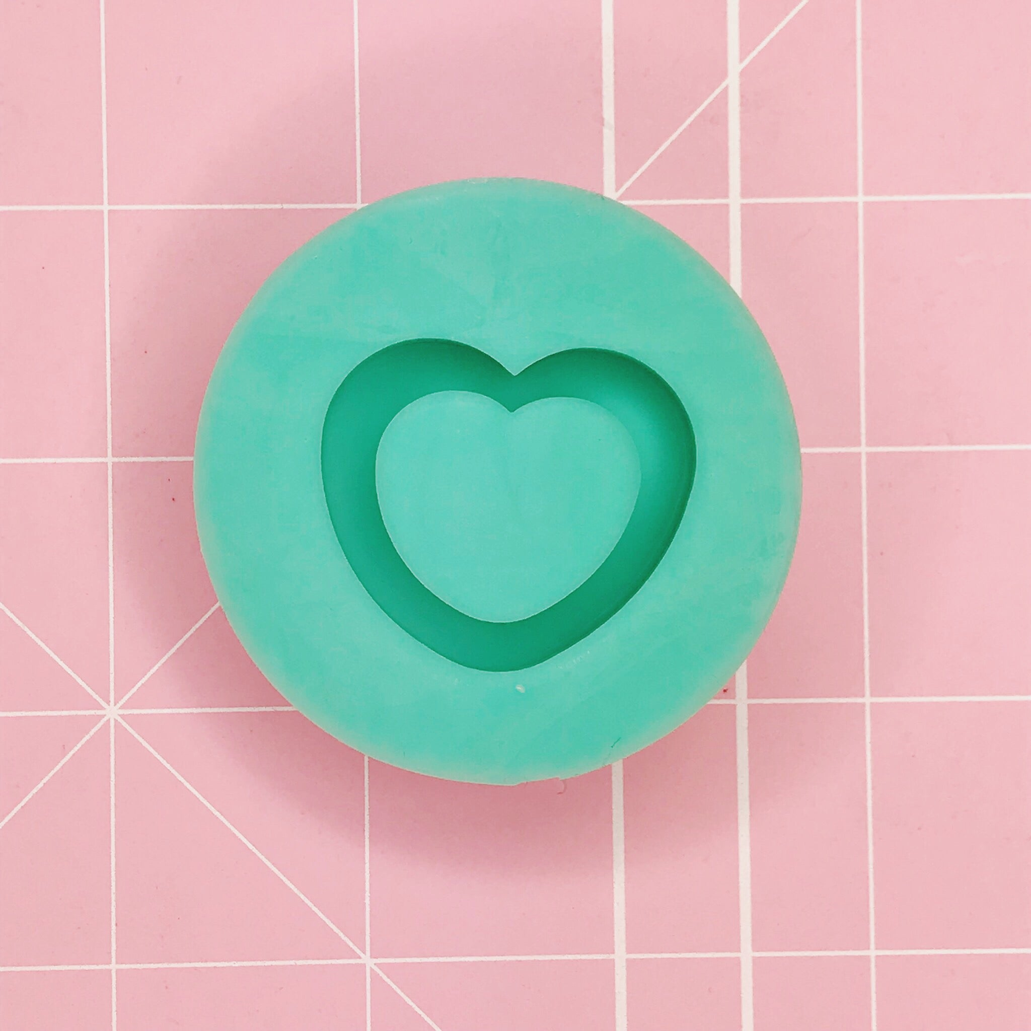 Small Round Mold - Heart Shaker (Grippie) - Chala Atelier & Supplies