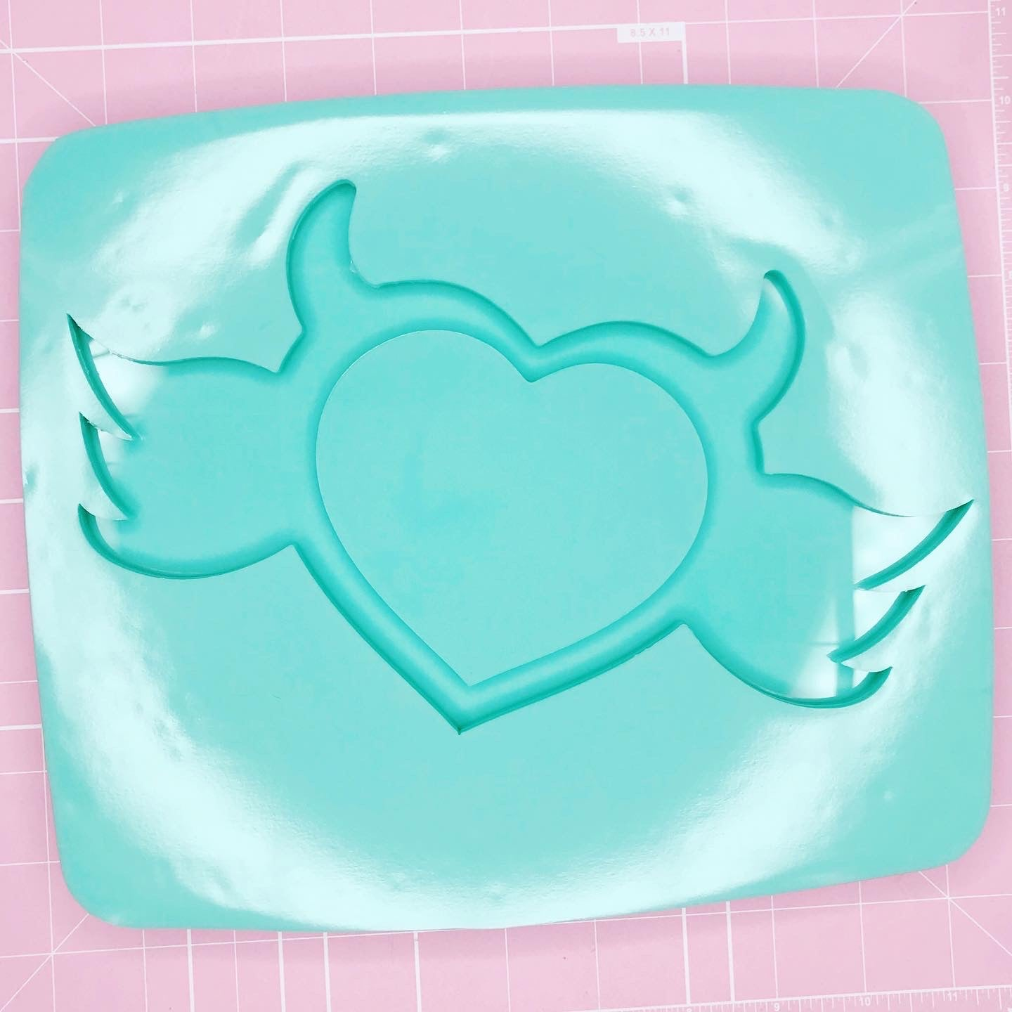 Tray Mold: Devil Heart w/ Wings Tray [Backed]