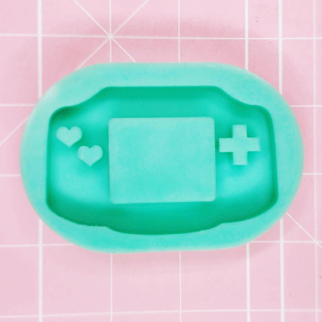 Medium Mold - Gaming Device Advance - Chala Atelier & Supplies