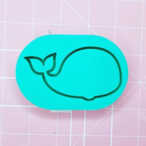 Medium Oval Mold - Whale Shaker - Chala Atelier & Supplies
