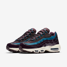 Laden Sie das Bild in den Galerie-Viewer, Nike - Damen Air Max 95 SE - Portwine