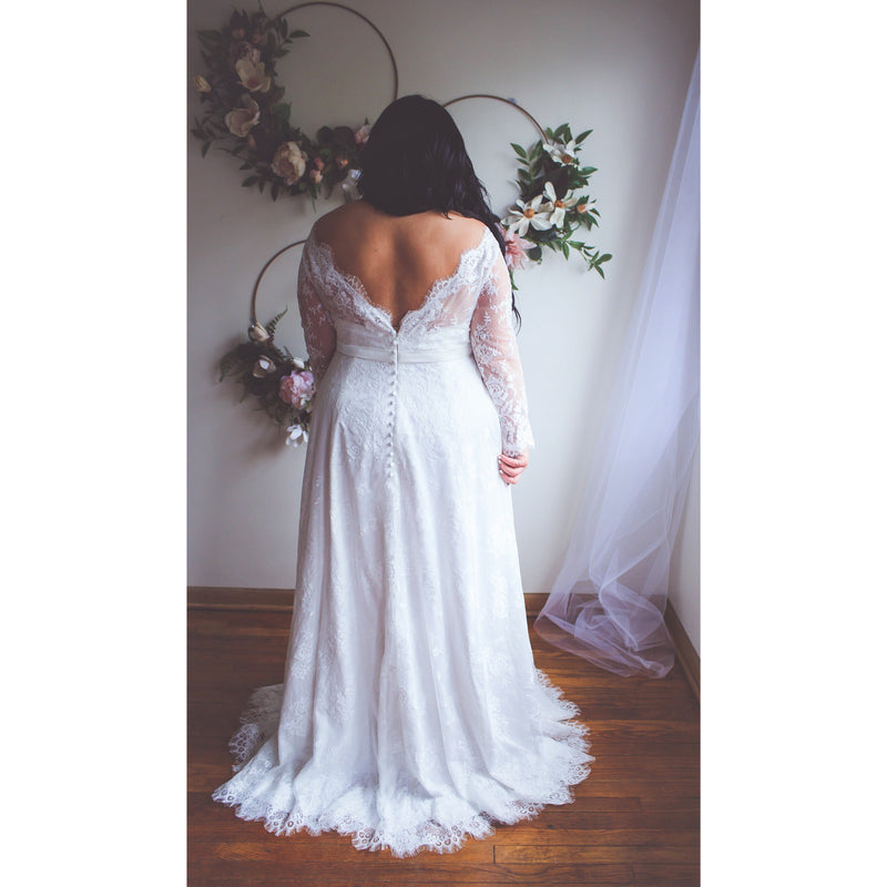 V Back of lace plus size wedding gown
