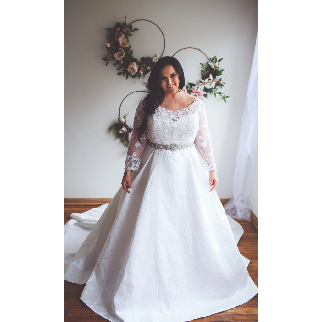 Meli - Lace Plus Size Wedding Gown