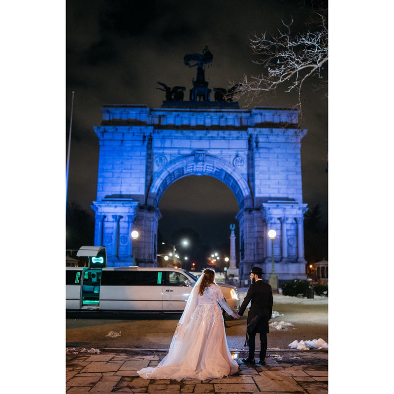 Bride and Groom in NYC by arch