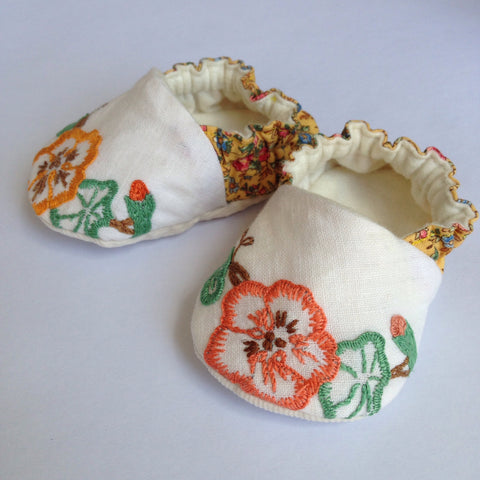 Floral Embroidered Baby Shoes 0-6months