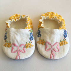Sweet vintage embroidery baby shoes 0 - 6 months