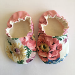 Vintage Sanderson baby shoes 6-9 months