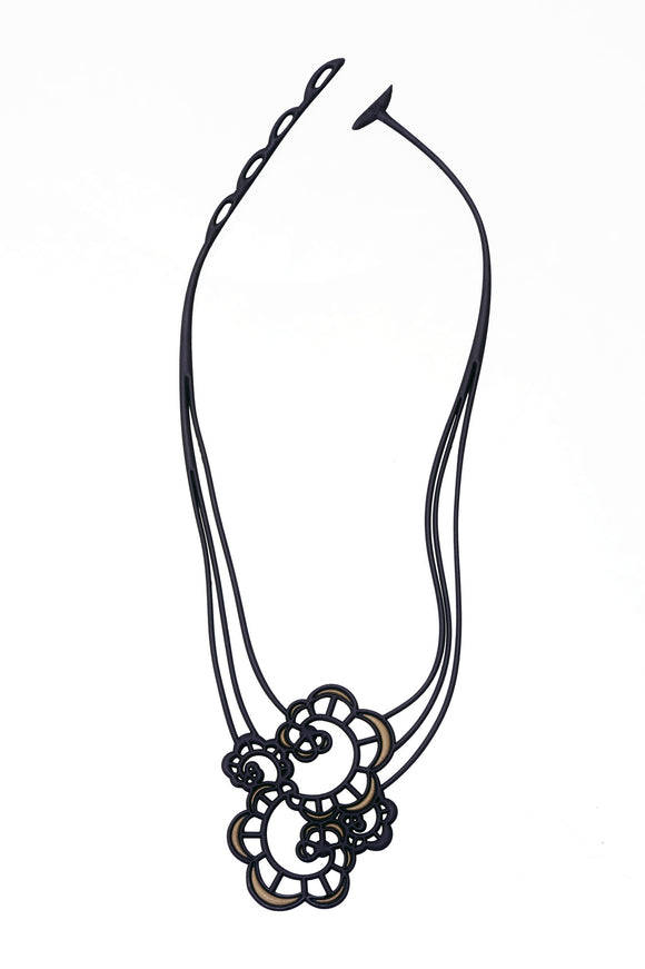 Batucada Japanese Flower Necklace - Black/gold