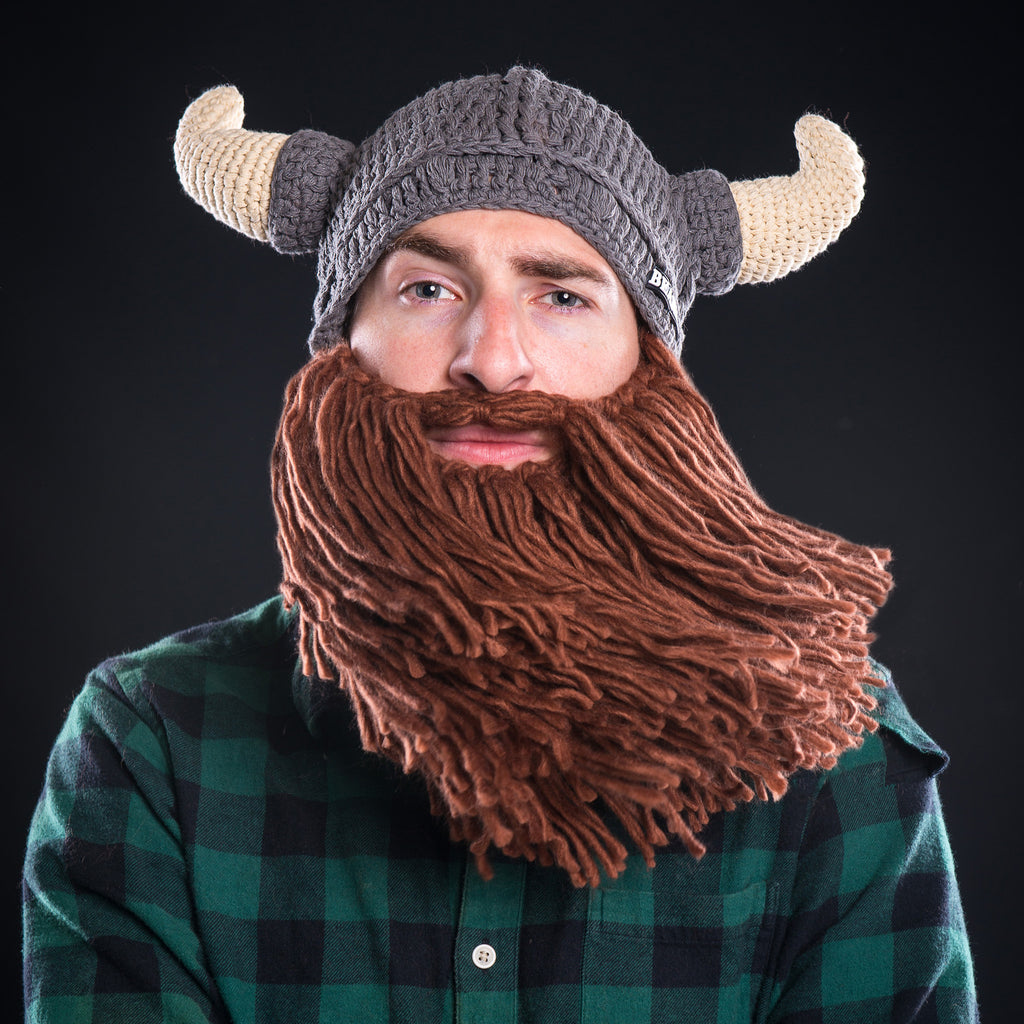 I found that knitting the hat and beard with the same yarn gave the project a more refined finish, so doubling the beard yarn was the best option. Holding the yarn double cast on .