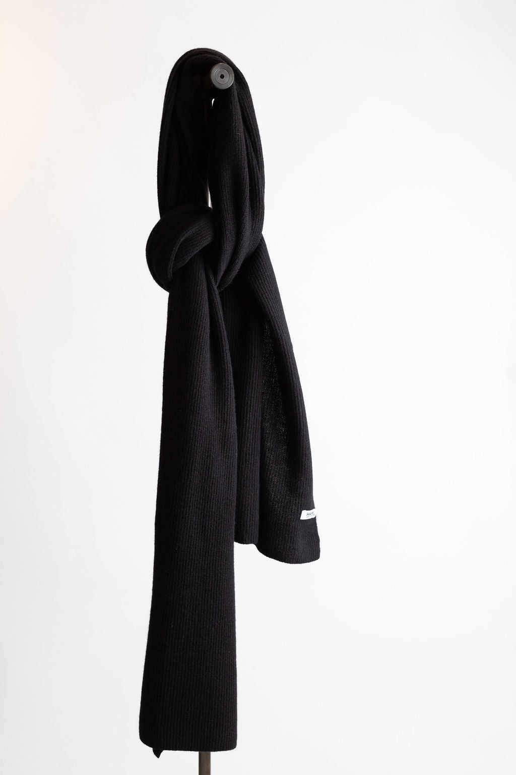 Hank-Perfect-Cashmere-Concord-Ribbed-Scarf-Black