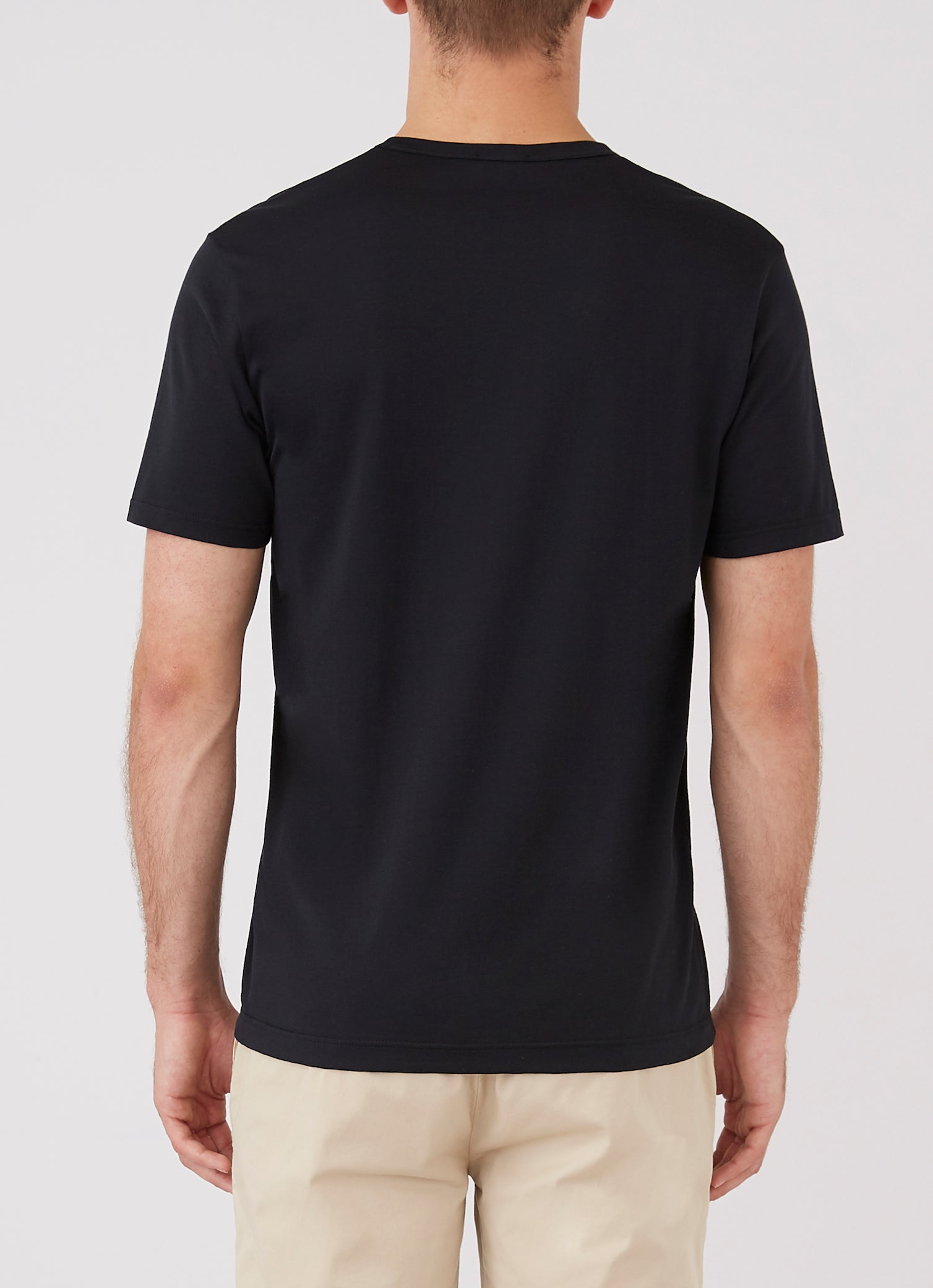 Sunspel-Classic-V-Neck-T-Shirt