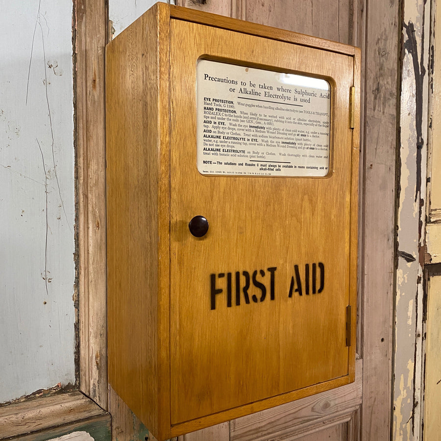 Vintage First Aid / Medical / Bathroom Cabinet - 2109c