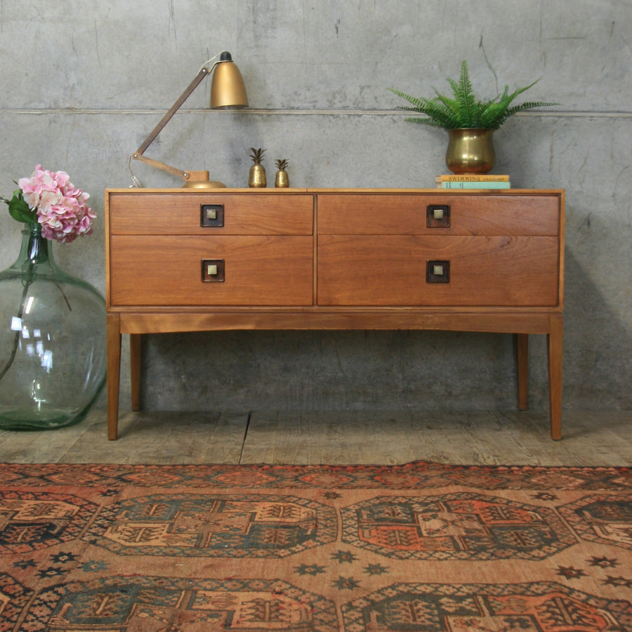 vintage-teak_mid_century_chest_of_drawers_dressing_table