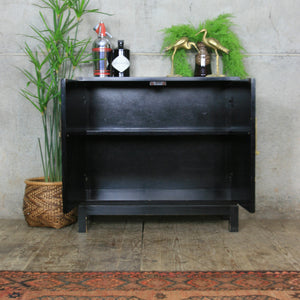 vintage_asian_oriental_black_laquer_painted_cabinet.3