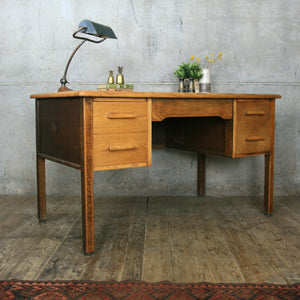 vintage_rustic_abbess_school_teachers_desk