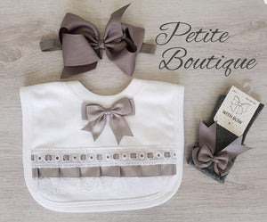 Grey bow bib