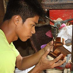 Saffy Handicrafts worker