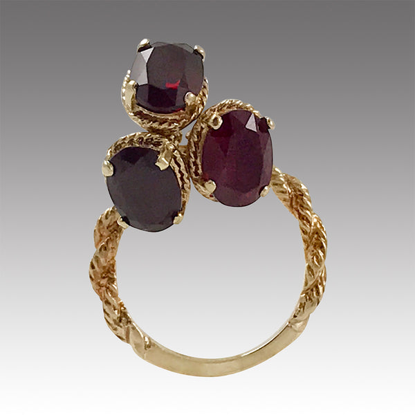 Vintage 10k Yellow Gold Twisted Rope Ring with Three Dangle Garnets, Size 5.5