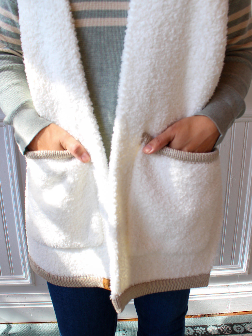 Seasons Changing Pocket Scarf- White / Tan - FINAL SALE