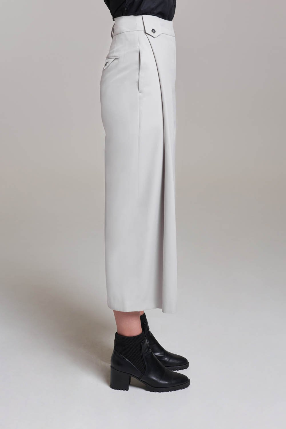 Load image into Gallery viewer, Palones Pale Grey Carnaby Pleat Peg Trouser