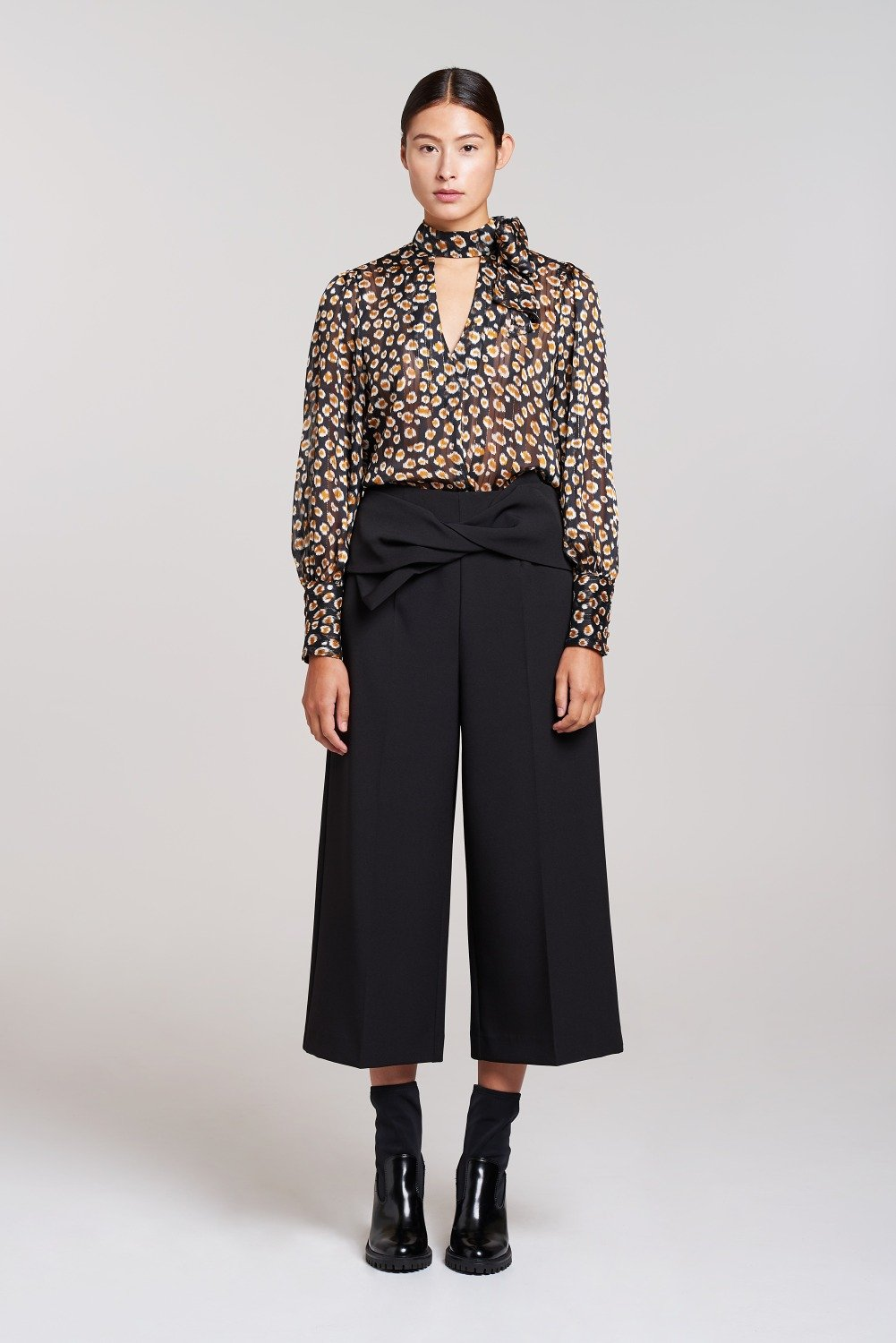 Load image into Gallery viewer, Palones Black Soho Bow Tie Cropped Trouser