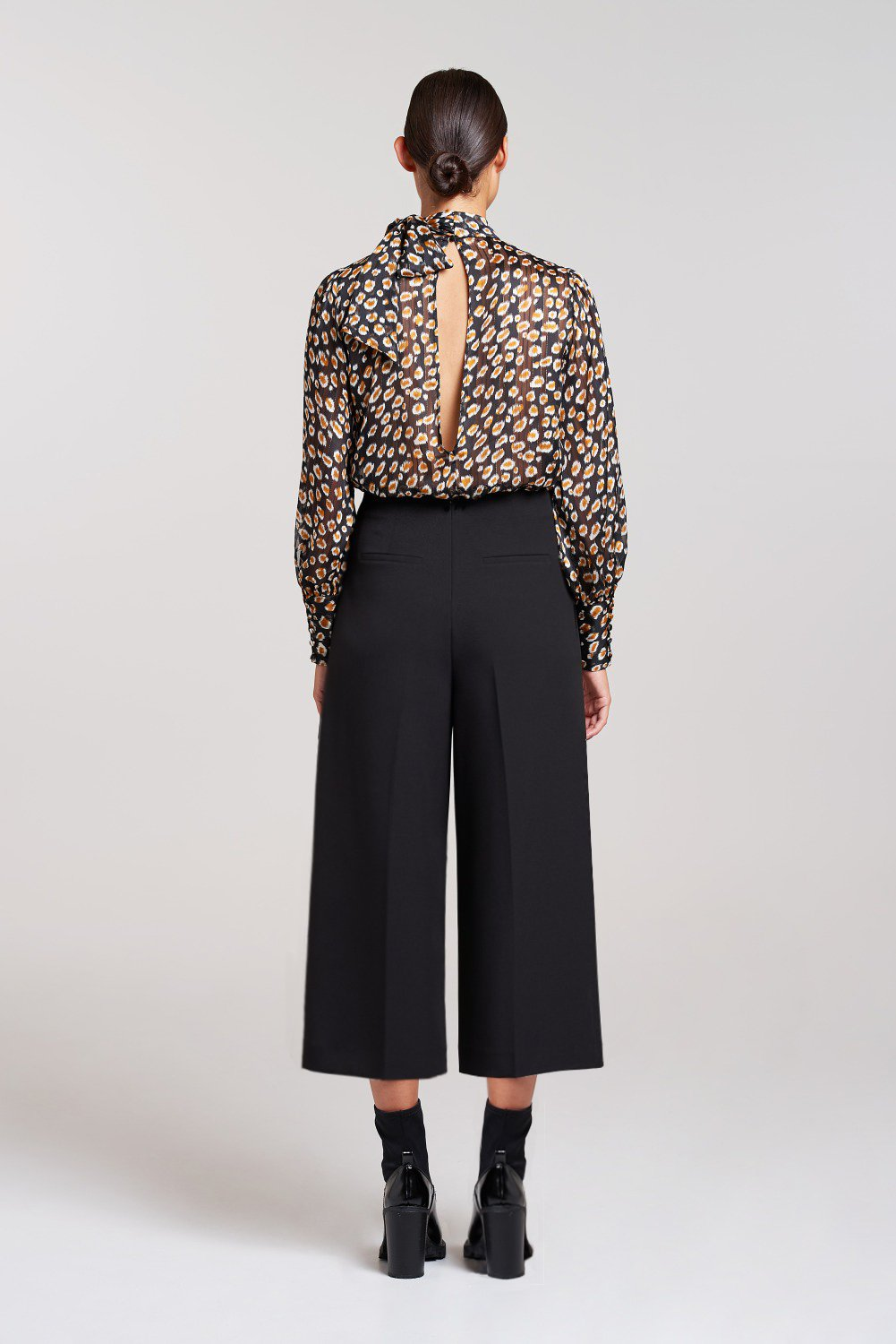 Load image into Gallery viewer, Soho Bow Tie Cropped Trouser