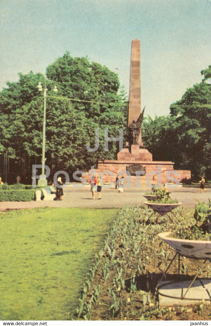 Chernivtsi - monument to Soviet soldiers who died in WWII - 1968 - Ukraine USSR - unused - JH Postcards