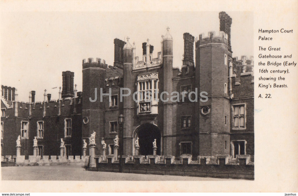 Hampton Court Palace - The Great Gatehouse and the Bridge - old postcard - England - United Kingdom - unused - JH Postcards