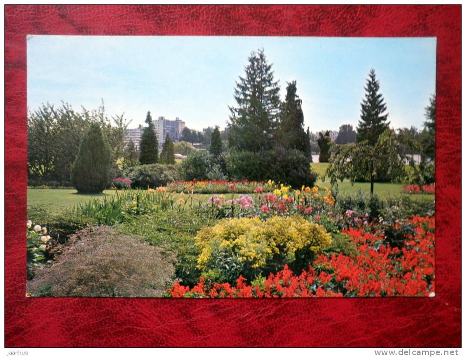 Flowers in Stanley Park - Vancouver - British Columbia - Canada - used - JH Postcards