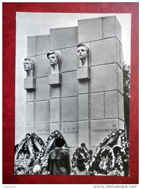 a monument to the Heroes of International Underground - monuments of Partisan Glory - 1970 - Russia USSR - unused - JH Postcards