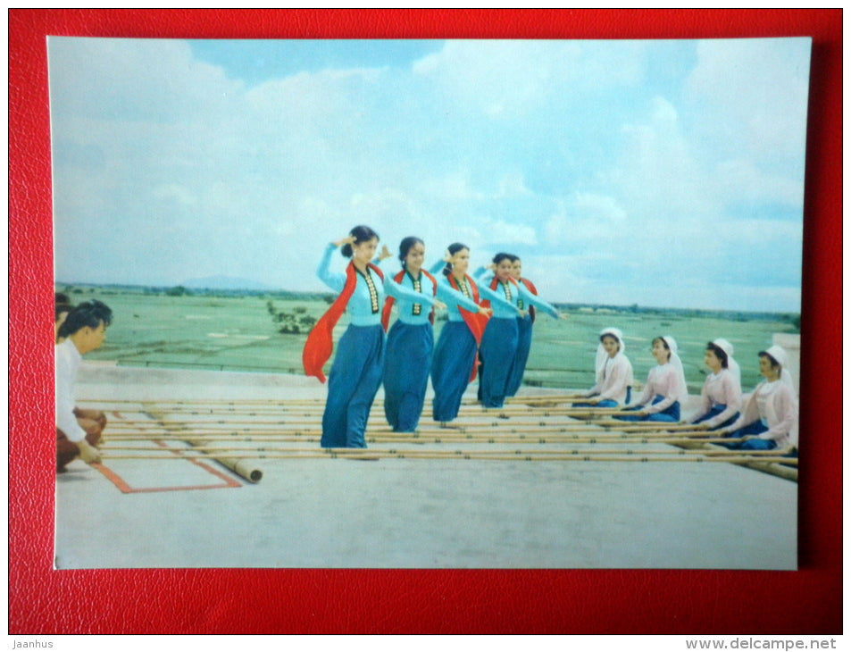 Bamboo Dance - Vietnamese Folk Dance - folk costumes - old postcard - Vietnam - unused - JH Postcards