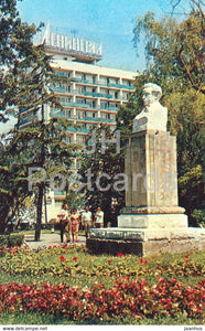 Sochi - hotel Leningrad - monument to Russian poet Pushkin - 1972 - Russia USSR - unused - JH Postcards
