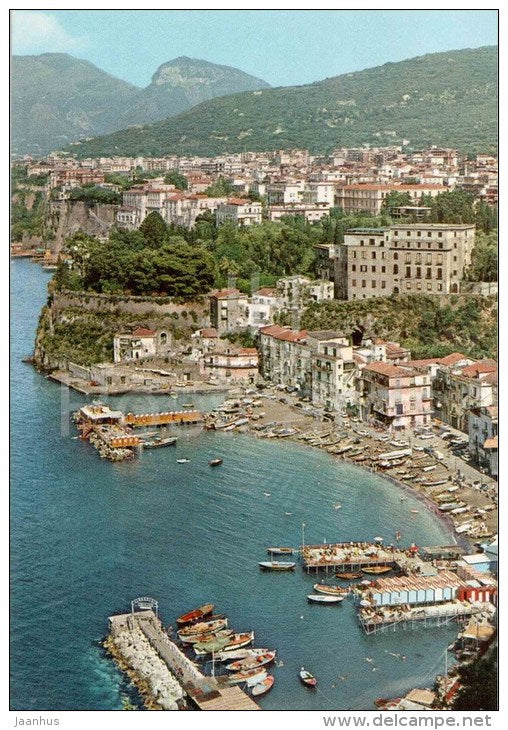panorama e Marina dei pescatori - panorama and fishermen beach - Sorrento - boat - S 33 - Italia - Italy - unused - JH Postcards