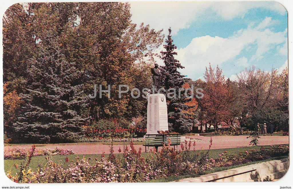 The War Memorial in the Park at Lethbridge - Alta - Canada - unused - JH Postcards