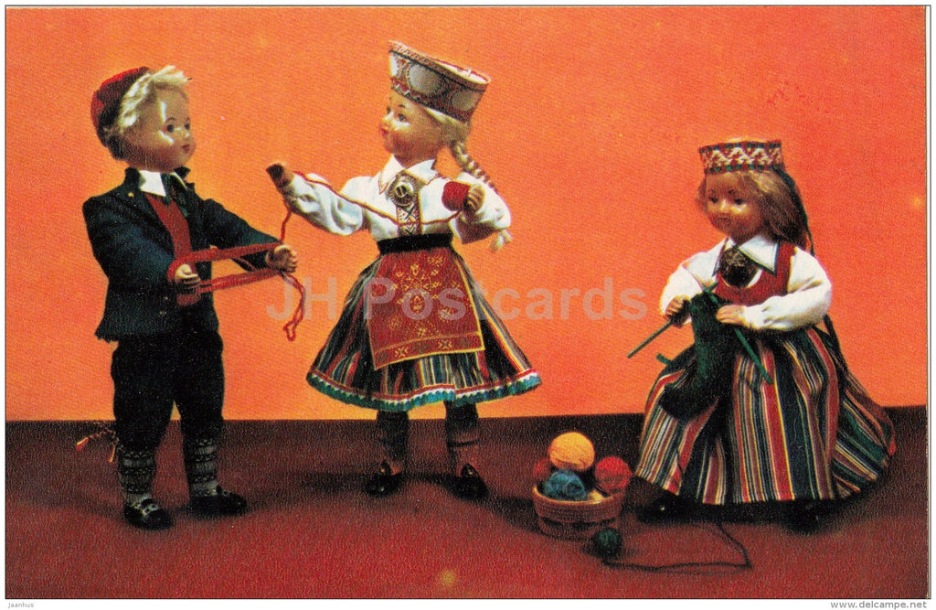 On an evening - knitting - dolls in Estonian national costumes - 1967 - Russia USSR - unused - JH Postcards