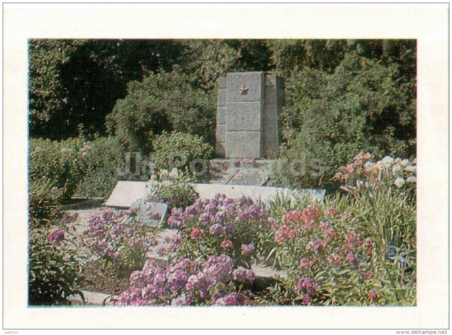 monument at the fraternal cemetery in Mezare - Latvian Rifle Division - WWII - Latvia USSR - unused - JH Postcards