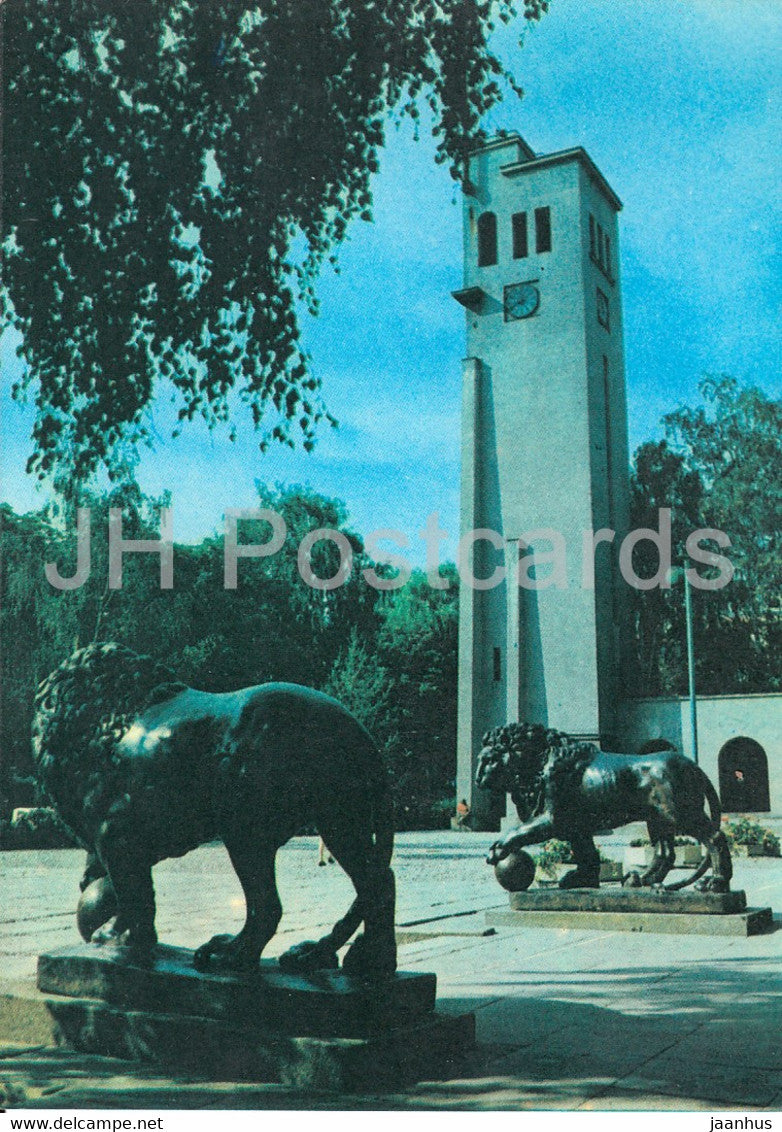 Kaunas - Public Garden near the Kaunas Historical Museum - lion - 1982 - Lithuania USSR - unused - JH Postcards