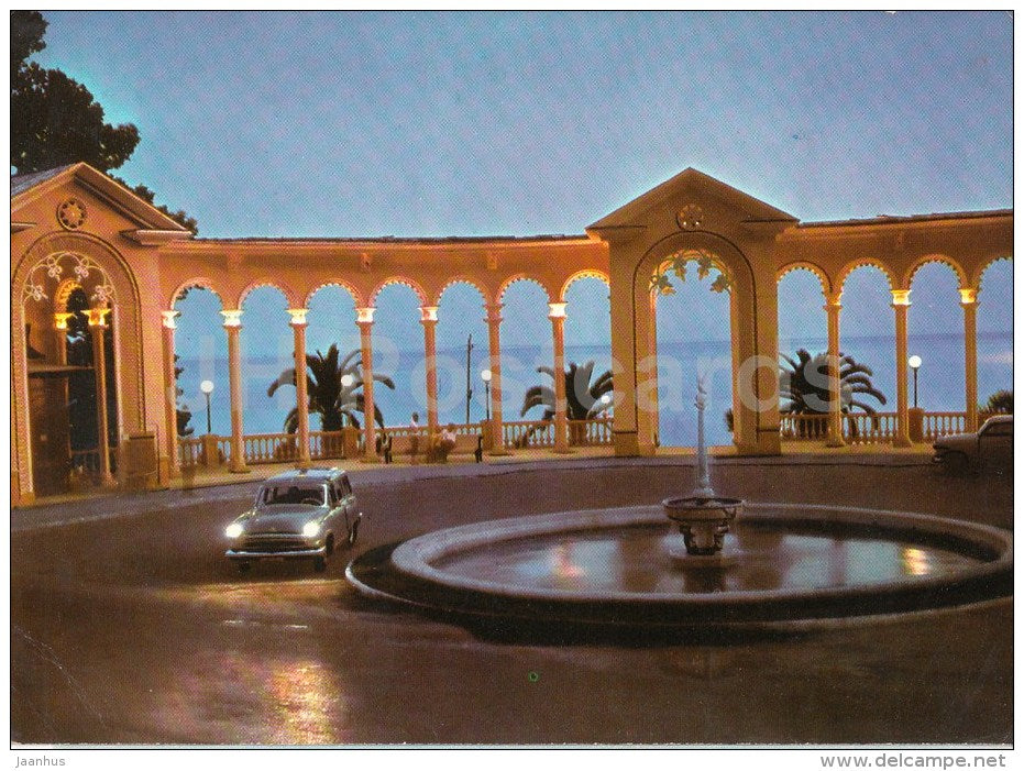 The Colonnade - car Volga - Gagra - Abkhazia - Georgia USSR - unused - JH Postcards