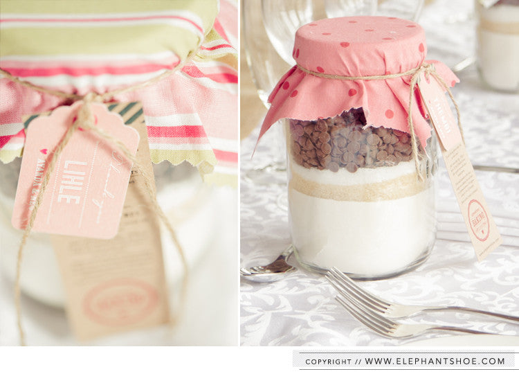Chocolate chip recipe in a jar with personalised guest tags // Photo by: Blackframe Photography