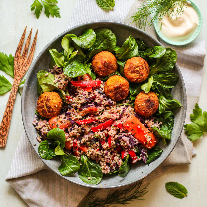 Falafel, Humus, Rotkohl, Paprika, Orient Bowl, healthy bowl, Insta food, vegan, plant-based bowl, mindful eating