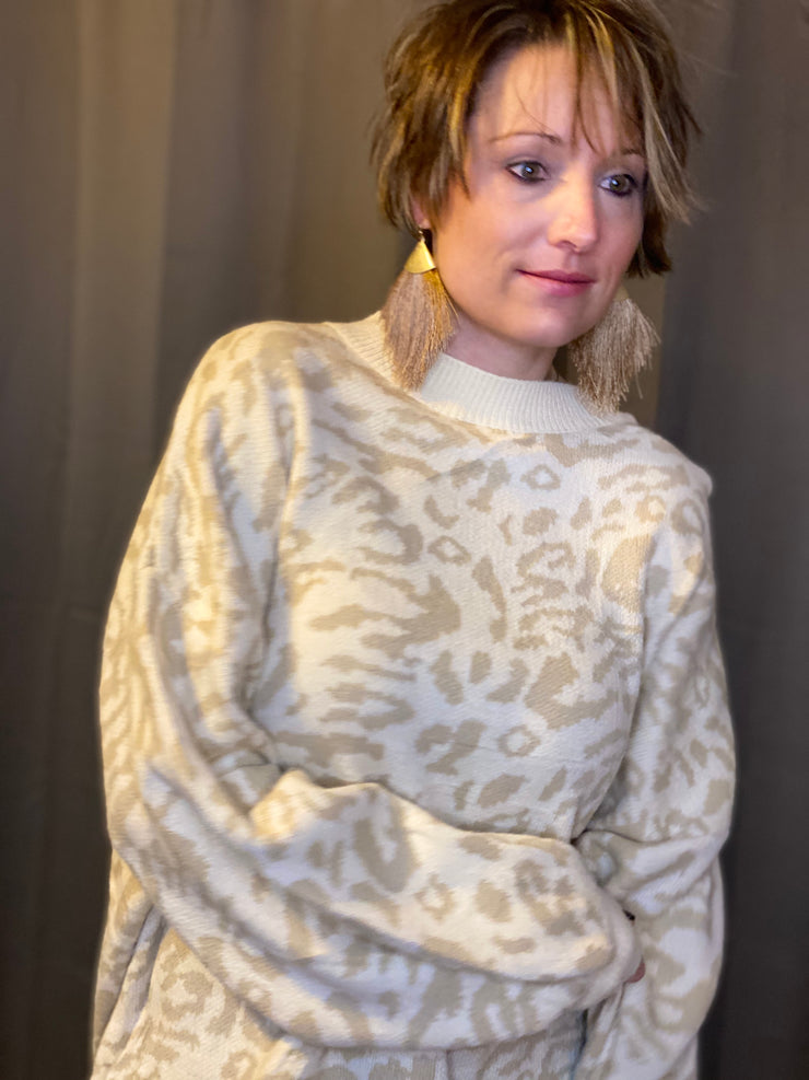 Ribbed Trim Leopard Print Sweater