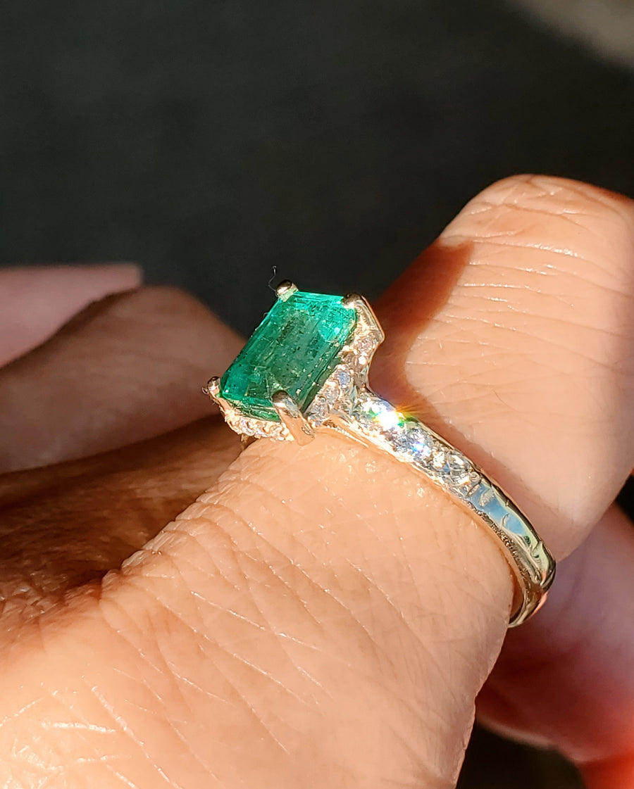 Supreme Emerald Pillar of Light Ring